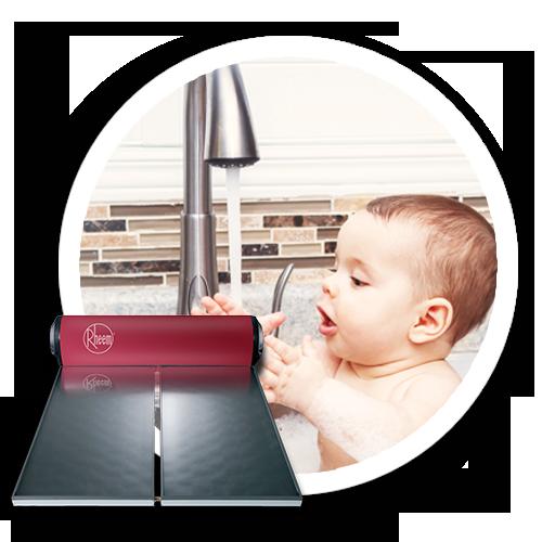 gambar-bayi-mandi-pakai-rheem-solar-water-heater